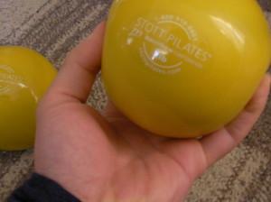 ピラティス トーニングボール 握り方 肩こり 肩甲骨 リハビリ トレーニング